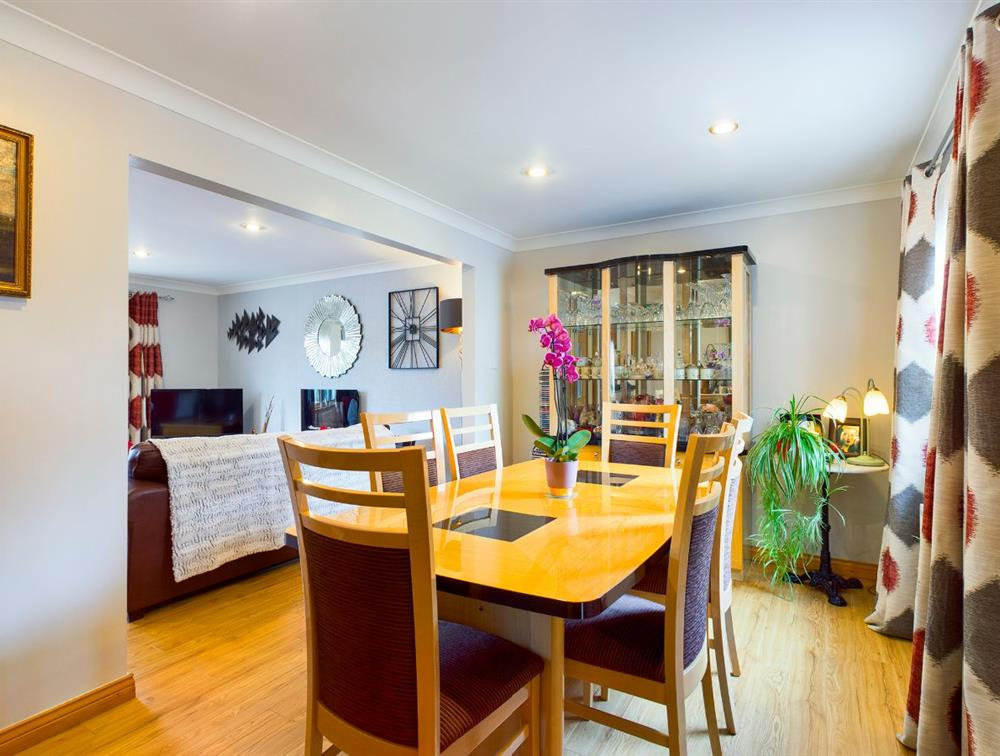 Dining Area (a)